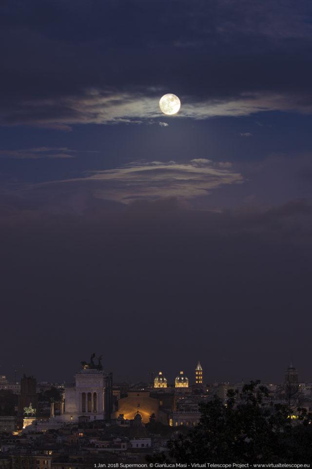 La Superluna del 1 gennaio brilla sul cielo di Roma